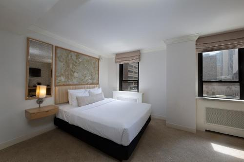A bed or beds in a room at Warwick Allerton Chicago