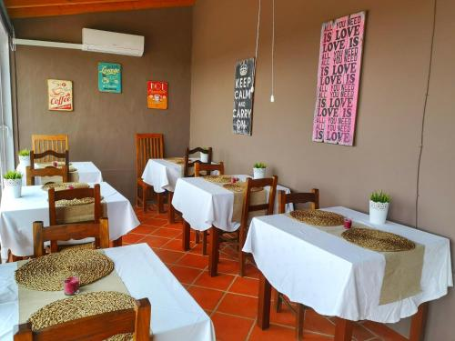 A restaurant or other place to eat at Monte Santa Catarina