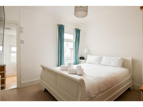 Spacious 2 BR Terrace nr Reading Centre & Station