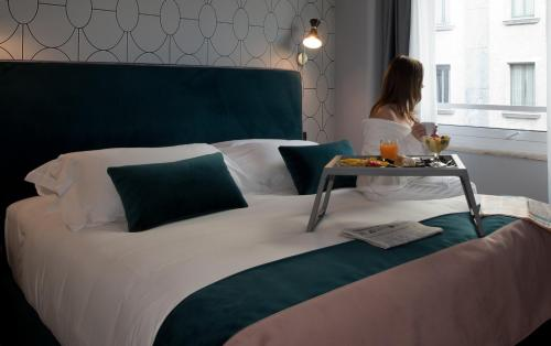 A bed or beds in a room at Duomo Hotel & Apartments