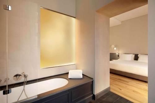 A bathroom at NH Collection Torino Piazza Carlina