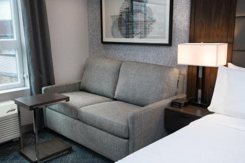 A seating area at Holiday Inn Express - Boston South - Quincy, an IHG Hotel