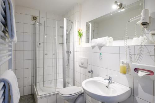 A bathroom at art Hotel Körschen
