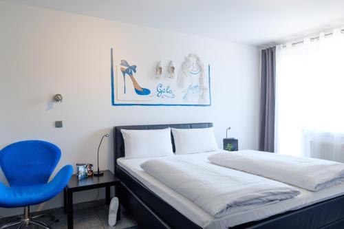 A bed or beds in a room at art Hotel Körschen
