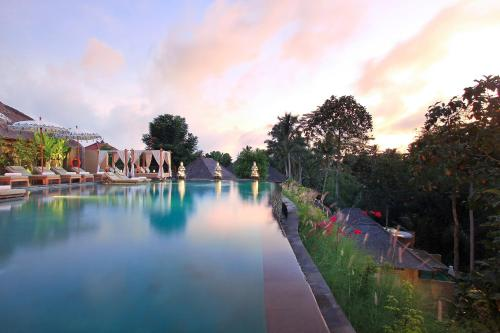 The swimming pool at or close to The Sankara Suites & Villas by Pramana