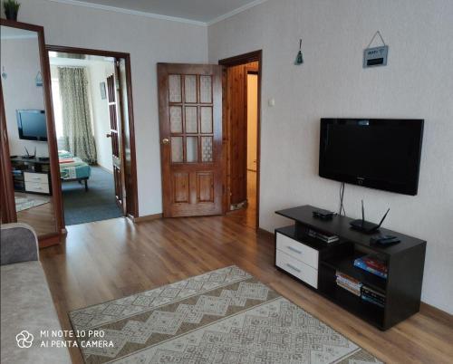 Телевизор и/или развлекательный центр в Apartment Karamzina 43