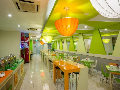 A restaurant or other place to eat at favehotel Braga