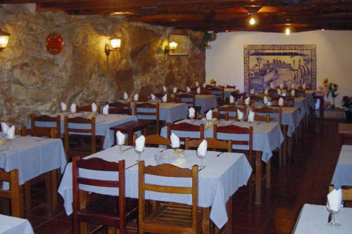 A restaurant or other place to eat at Residencial o Trindade