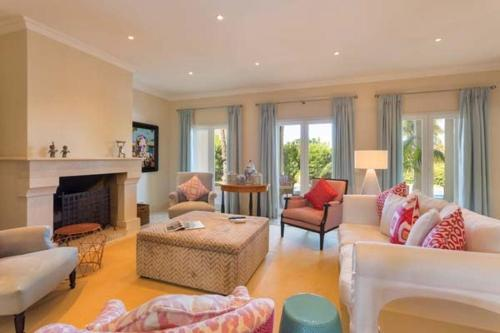 A seating area at Vale do Lobo Villa Sleeps 8 Pool Air Con T607878