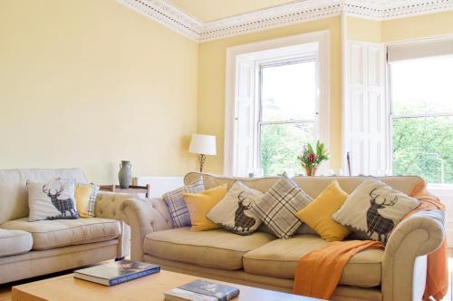 Bright, Spacious & Comfortable Old Town Flat