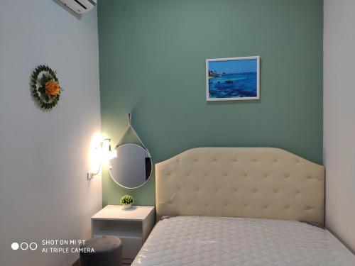 A bed or beds in a room at Khách Sạn Lý Sơn Phú Sỹ