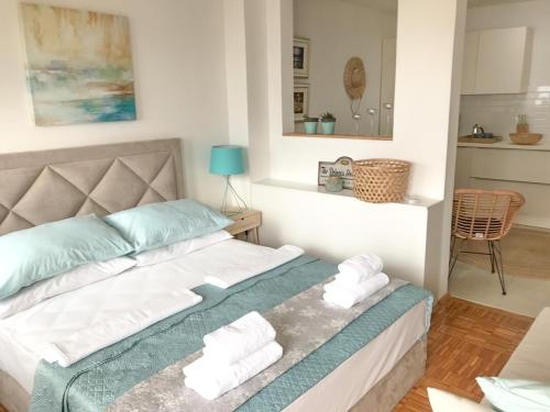 A bed or beds in a room at Sunshine Residence