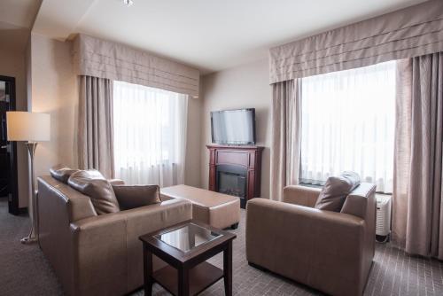Гостиная зона в Quality Inn & Suites Val D'Or