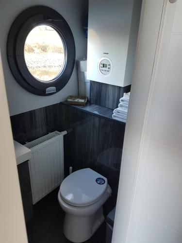 A bathroom at Bed-on-a-Boat