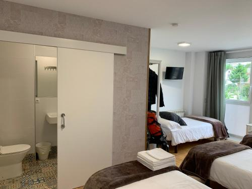 A bed or beds in a room at Pension 23-Vinte e Tres