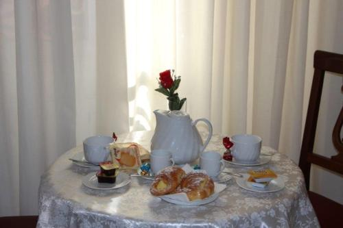 Breakfast options available to guests at Hotel Mirage