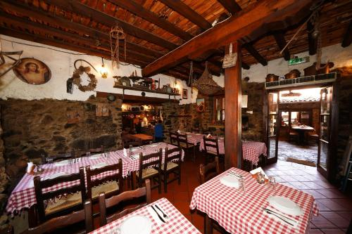 A restaurant or other place to eat at Linos Inn