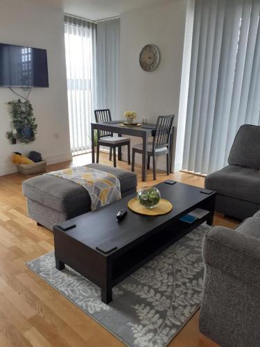 Luxury Highcross 2 bedroom Apartment