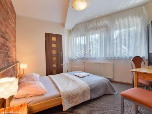 Łóżko lub łóżka w pokoju w obiekcie Pensjonat U Janiny Bolesławiec