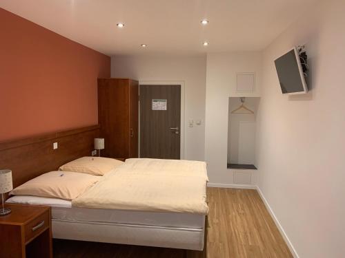 Ein Bett oder Betten in einem Zimmer der Unterkunft Hotel Restaurant zur Post