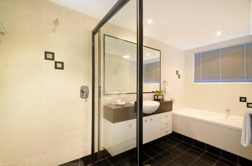 A bathroom at Myconos Resort
