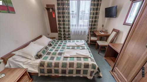 Łóżko lub łóżka w pokoju w obiekcie Hotel Imperial