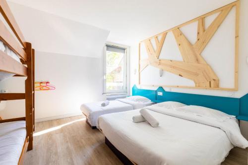 Un ou plusieurs lits dans un hébergement de l'établissement East Hotel 67
