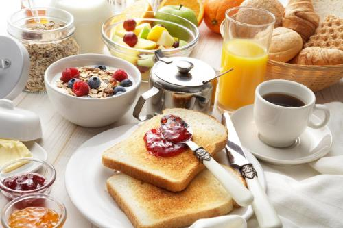 Breakfast options available to guests at Waitakere Resort & Spa