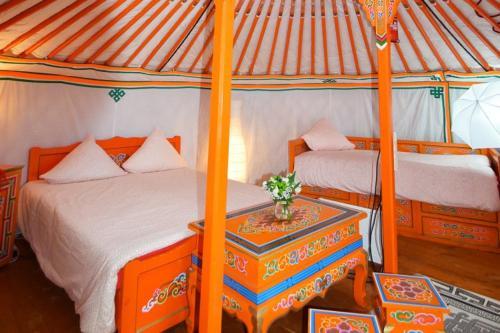 Un ou plusieurs lits dans un hébergement de l'établissement Yourte Nomade-Lodge