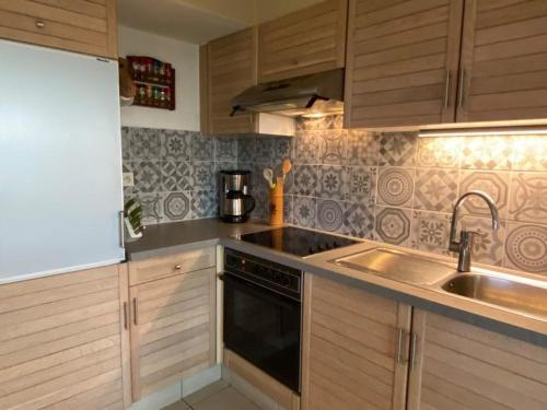 A kitchen or kitchenette at Seadream