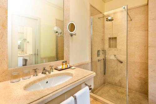 A bathroom at Hotel Casa Del Poeta
