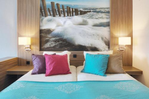 A bed or beds in a room at Badhotel Domburg