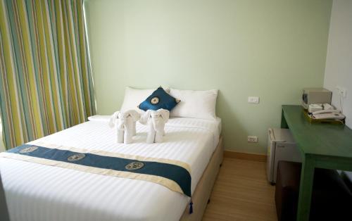Säng eller sängar i ett rum på Nantra Chaweng Beach Hotel