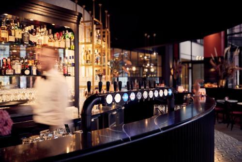 The lounge or bar area at Van der Valk TheaterHotel De Oranjerie