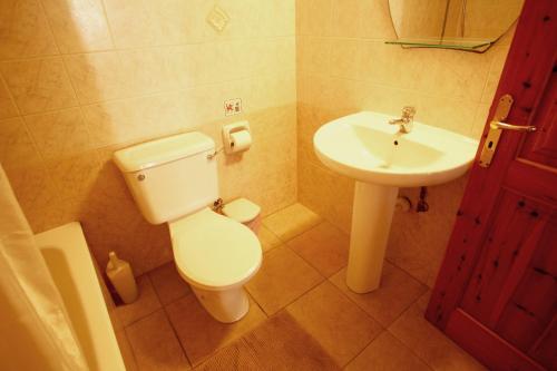 A bathroom at Hilltop Chalet