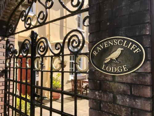Ravenscliffe Lodge