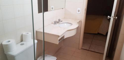 A bathroom at Optimum Plaza Hotel