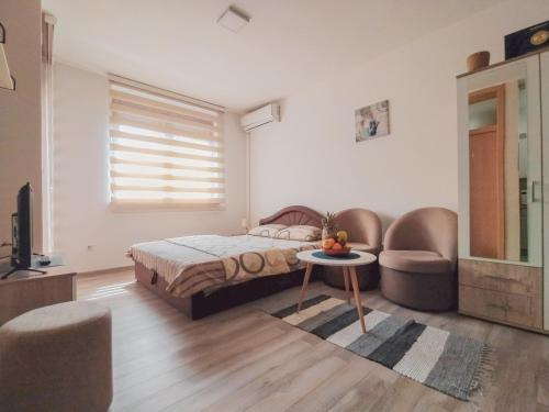 """A bed or beds in a room at Apartman""""Studio""""Brcko"""
