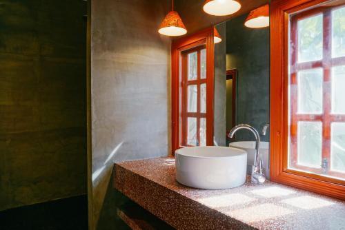 A bathroom at Rambutan Resort – Siem Reap