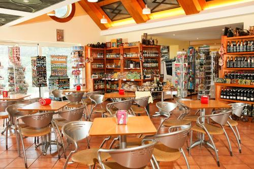 A restaurant or other place to eat at Eira do Serrado - Hotel & Spa