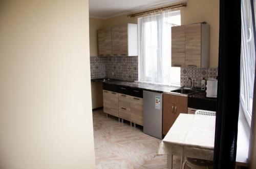 Кухня или мини-кухня в Тихий уютный дом