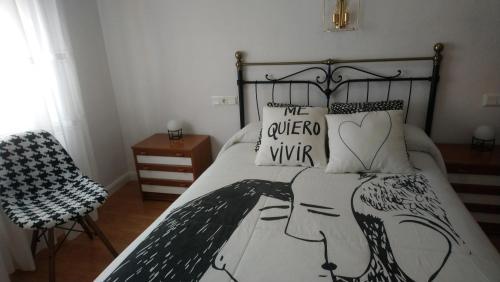 """Кровать или кровати в номере Hostal """"Los Chanos el Ruso"""""""
