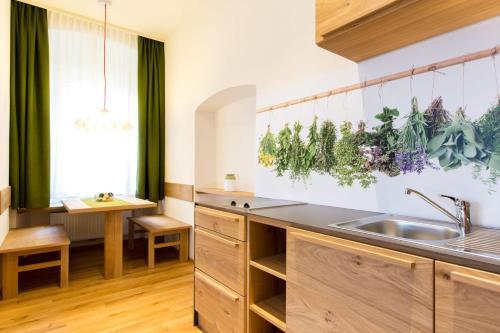 Küche/Küchenzeile in der Unterkunft Himmlisch Urlauben Söchau
