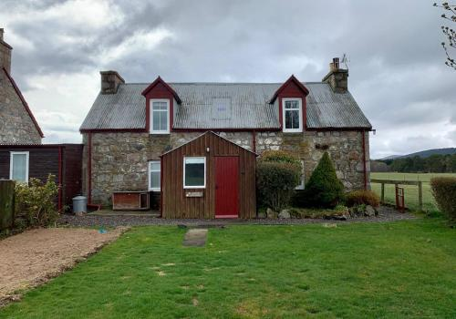 Beananach Cottage, rustic charm and simple living