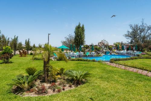 The swimming pool at or close to Casa Hacienda Nasca Oasis