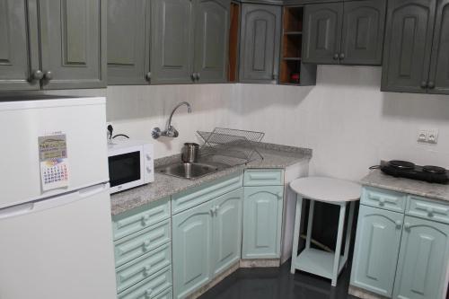 Una cocina o zona de cocina en Alojamiento casa de pueblo