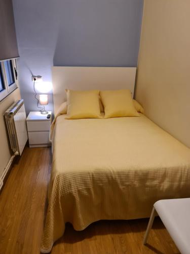 A bed or beds in a room at El Vasco Rooms