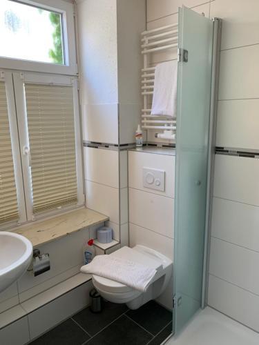 A bathroom at Gästehaus Kleiner Muck