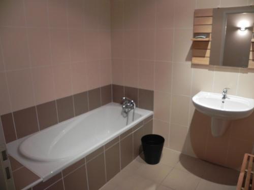 Salle de bains dans l'établissement Domaine cap de coste
