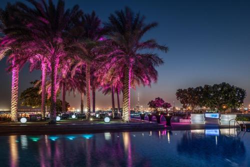 المسبح في انتركونتيننتال دبي فيستيفال سيتي أو بالجوار